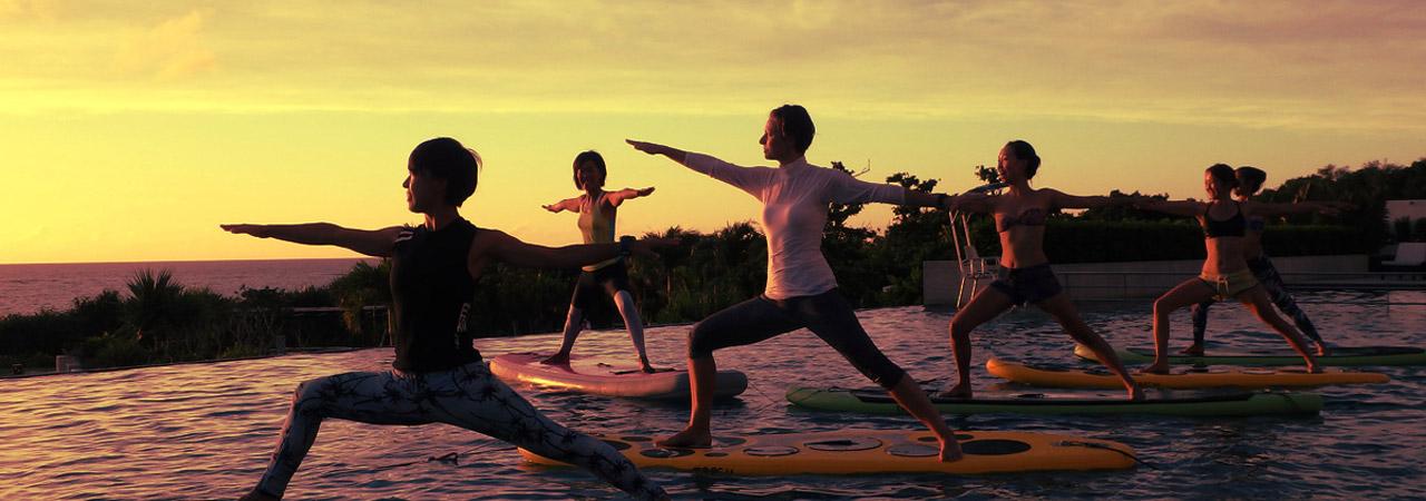 水の上でヨガを楽しむ、新感覚のアクティビティ。